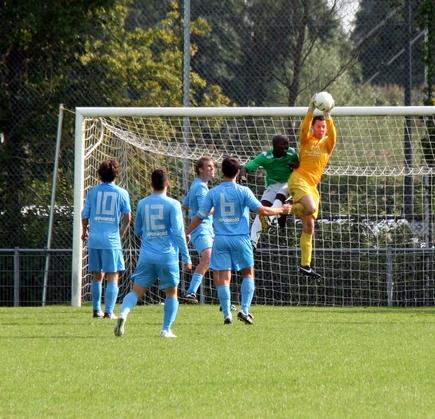 Damme goalie Wouter van Valen in actie
