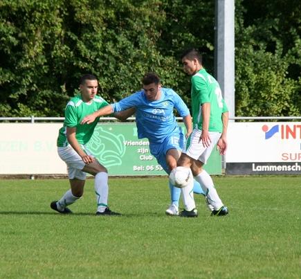 Fabian Wattimena zet twee tegenstanders opzij